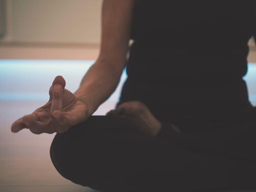 yin-yoga-bienfaits-pratique-definition